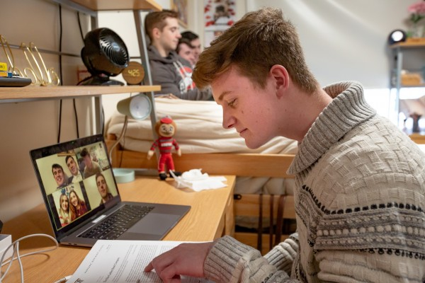 A student attends a virtual class using his up-to-date Zoom desktop app